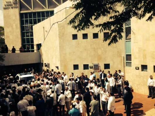 Aglomeração contra as Testemunhas de Jeová Allison foto