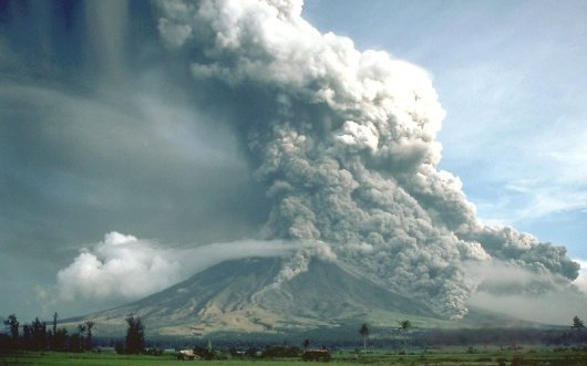 Pyroclastic_flows_at_Mayon_Volcano